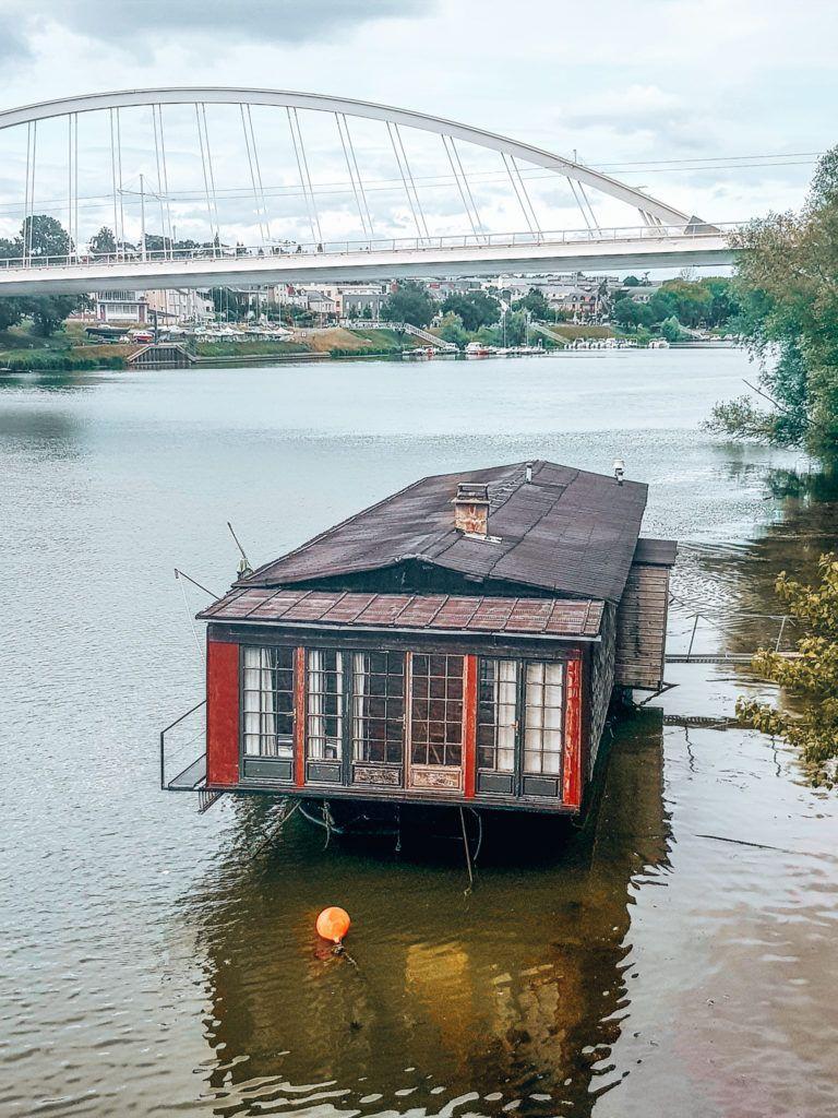 außergewöhnliche Unterkunft in Frankreich: alleine wohnen auf einem Hausboot